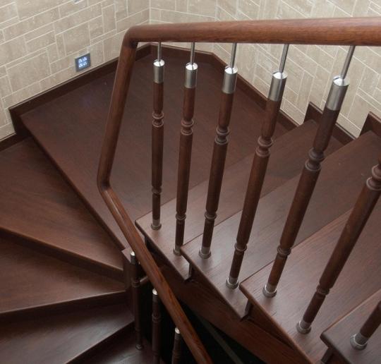 Ступени для лестниц из дуба