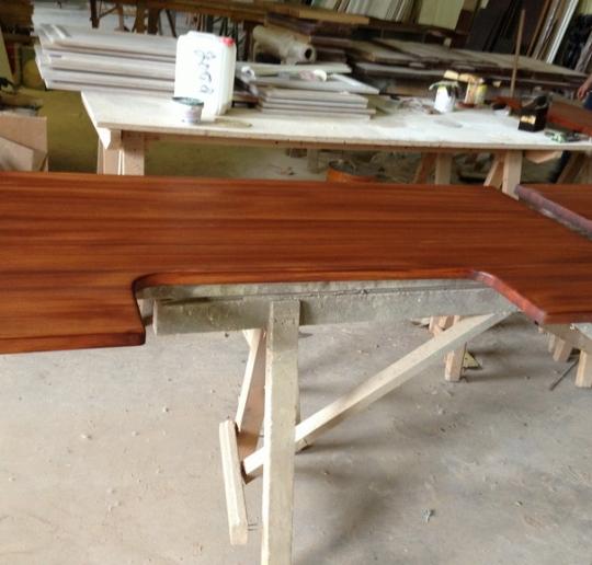 Столешница из лиственницы. Купите деревянную столешницу из лиственницы по низкой цене в Москве от производителя с доставкой по РФ